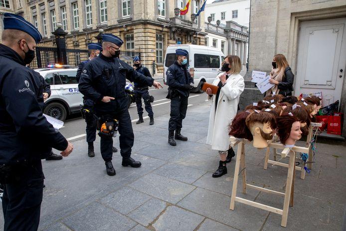 La police est rapidement intervenue, la manifestation ayant lieu dans la zone neutre.