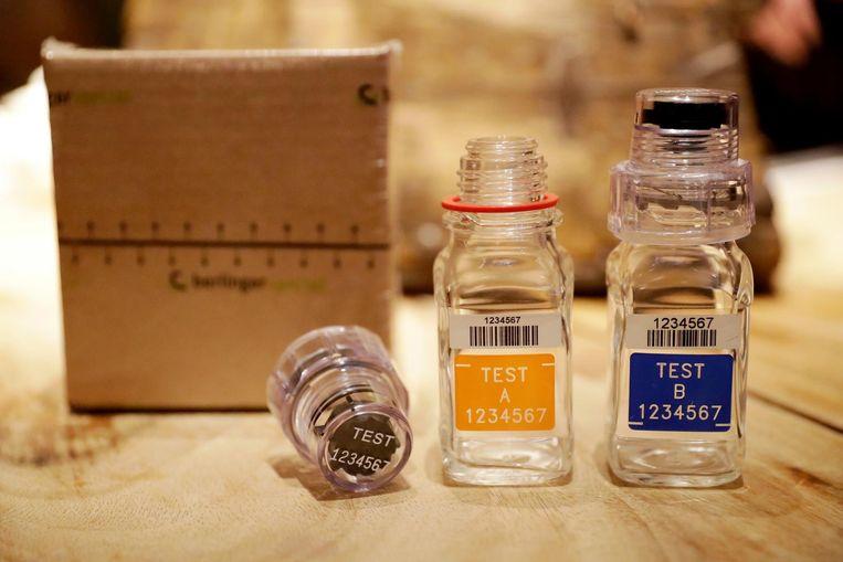 Potjes waarin urine voor dopingtesten wordt bewaard tijdens de Olympische Spelen. Beeld ap