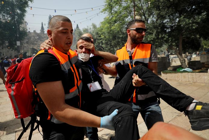 Israël zetten waterkanonnen, rubber kogels en flitsgranaten in tegen de Palestijnse betogers.