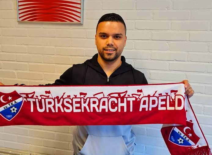 Onur Tekay speelt komend seizoen op het veld in het rode shirt van TKA.