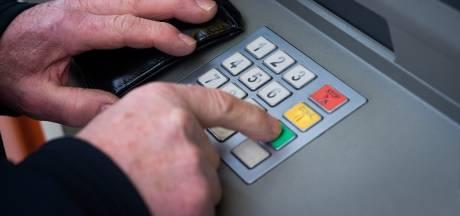 Pinnen gaat geld kosten, Consumentenbond wil dat politiek ingrijpt
