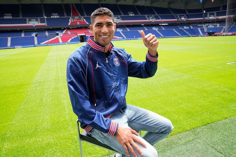Hakimi bij zijn presentatie in het Parc des Princes in Parijs. Beeld AP