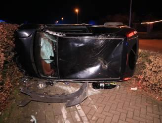 Twee inzittenden gewond nadat auto uit de bocht gaat in Sint-Niklaasstraat
