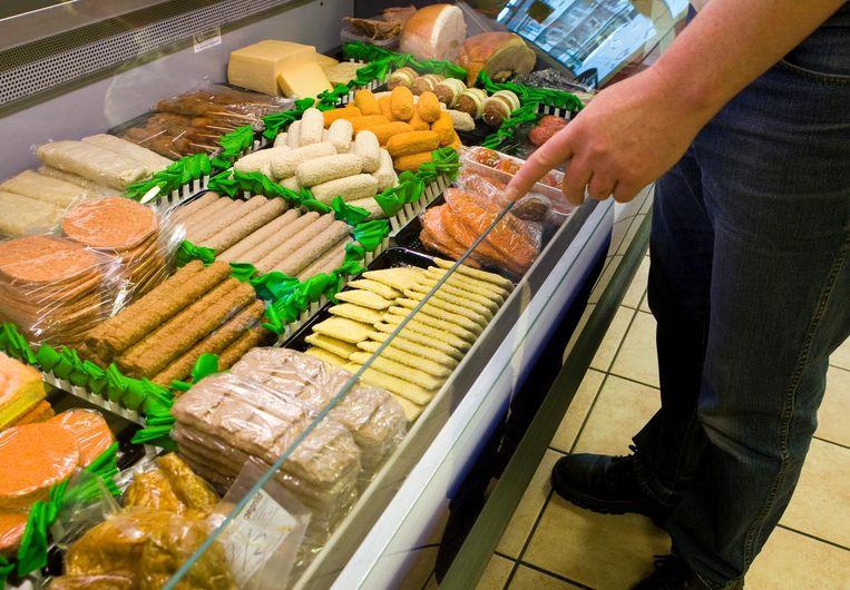 Een snackbar in Rijswijk. De gezondheidsverschillen tussen hoog- en laagopgeleide Nederlanders zijn zeker niet alleen het gevolg van slechte eetgewoonten of een ongezonde leefstijl. Beeld ANP