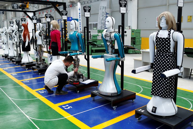 Controle van de menselijke robot 'ADA G4' van het Turkse bedrijf Akinrobotics in de fabriek in Konya, Turkije. Beeld REUTERS