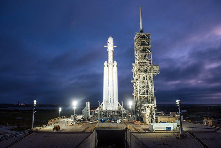 De Falcon Heavy. Klaar voor de lancering in het Kennedy Space Center in Florida. Beeld EPA