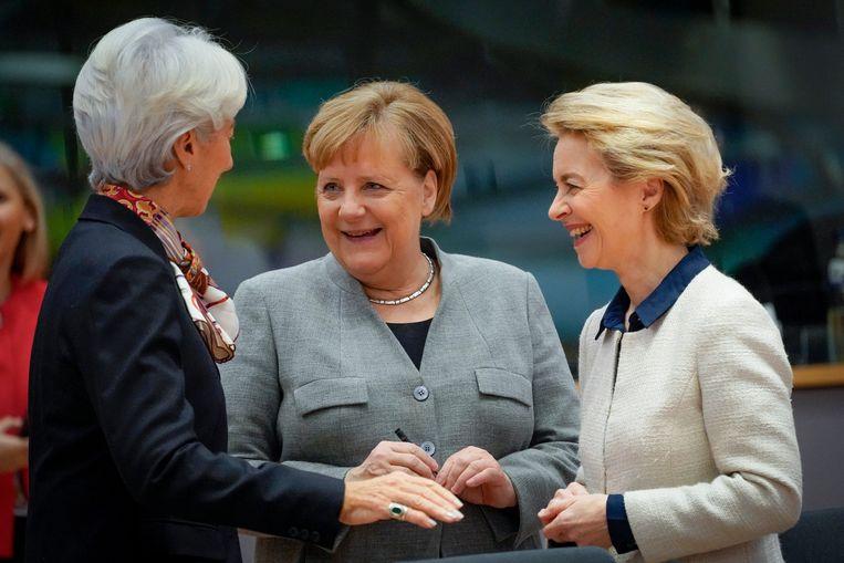 Drie Europese 'topvrouwen' tijdens een EU-top in Brussel: Christine Lagarde, Angela Merkel en Ursula von der Leyen. Beeld BELGA