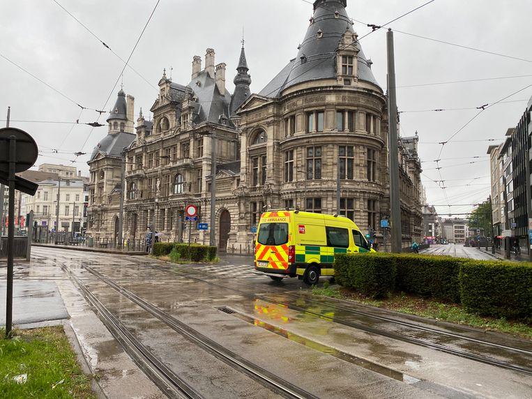 Het slachtoffer werd voor verzorging naar het ziekenhuis gebracht.