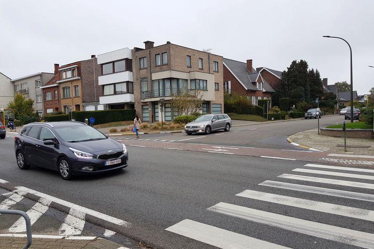 Het kruispunt van de Ninoofsesteenweg en de Groeningenstraat in Halle.