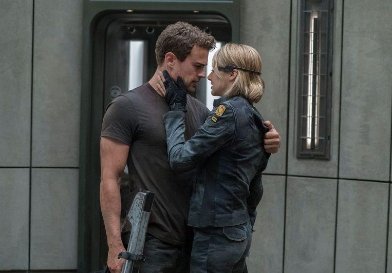 Shailene Woodley en Theo James in 'The Divergent Series: Allegiant'  Beeld AP