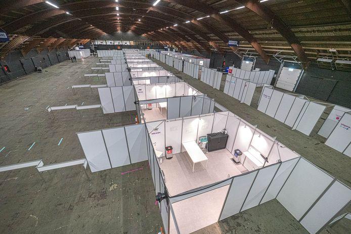 De grote testlocatie van de GGD in de Zwolse IJsselhallen, eind vorig jaar.