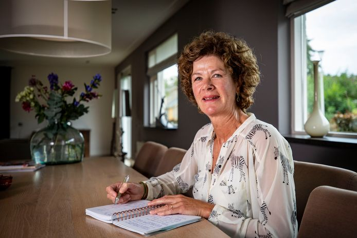 Met haar bedrijf Attendes wil Esther Timmers uit Ootmarsum steun en begeleiding bieden aan iedereen die naar een arts of specialist moet en niemand heeft om mee te gaan.