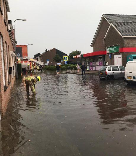 Noodweer treft Tholen en delen West-Brabant: straten blank en ondergelopen huizen