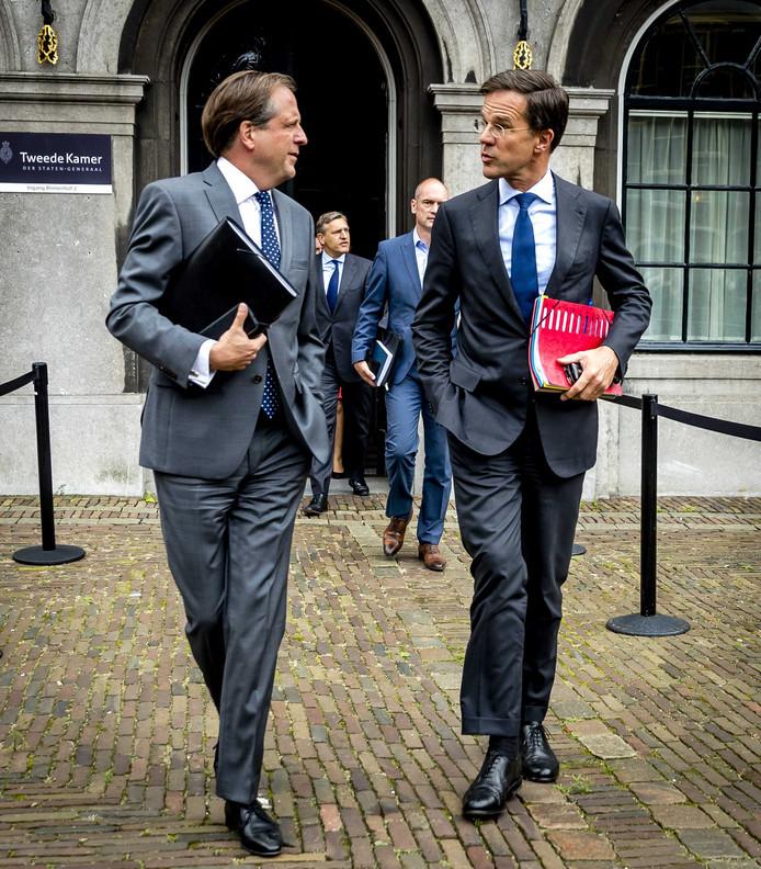 Alexander Pechtold (D66), Sybrand van Haersma Buma (CDA), Gert-Jan Segers (ChristenUnie) en Mark Rutte (VVD) op het Binnenhof.