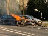 Auto in brand bij ongeluk tussen Oldenzaal en Losser, twee gewonden