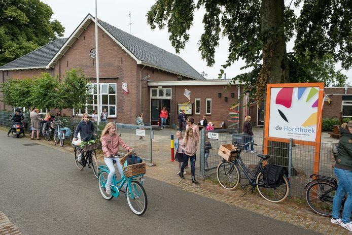 De Horsthoekschool vecht voor haar voortbestaan in de gelijknamige buurtschap in de gemeente Heerde. (archieffoto)