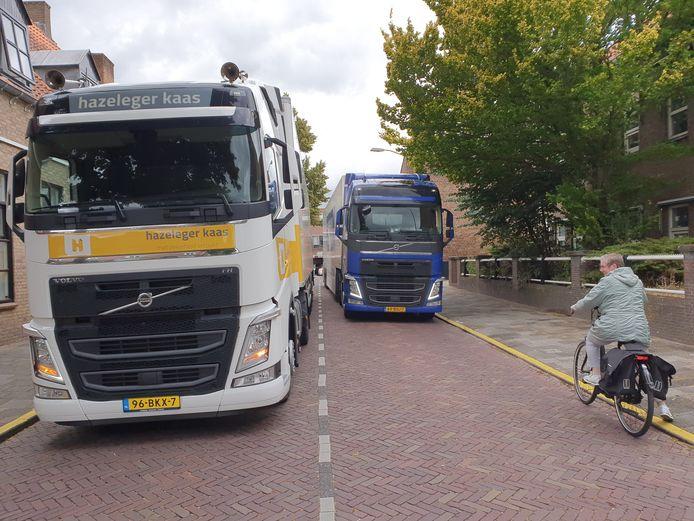 De Waltorenstraat in de Harderwijkse binnenstad staat regelmatig vast door het vrachtverkeer.