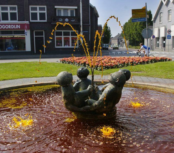 De fontein met de vier bronzen kinderen.