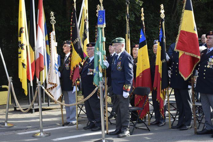 Met de nodige militaire eer werd het herdenkingsbord voor de Canadese bevrijders onthuld.