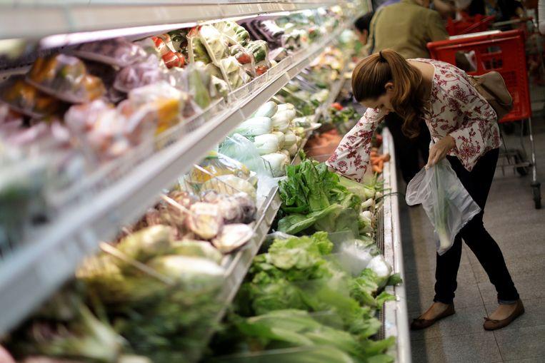 Een supermarkt in Venezuela, waar de voedselprijzen steeds hoger liggen. Beeld REUTERS