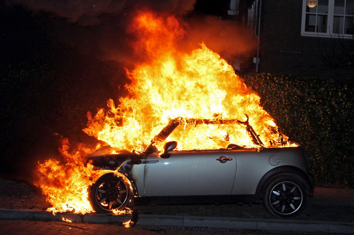 Het aantal autobranden is het afgelopen jaar opnieuw sterk gestegen.