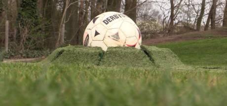 Hypermodern: op dit voetbalveld schieten de ballen automatisch uit de grond