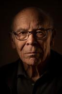 Emeritus hoogleraar biologie Lex van der Eb, geportretteerd door zijn zoon, de bekroonde persfotograaf Taco van der Eb.