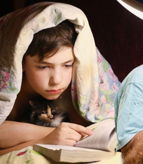 Ik vind het maar niets dat mijn zoon tot diep in de nacht ligt te lezen
