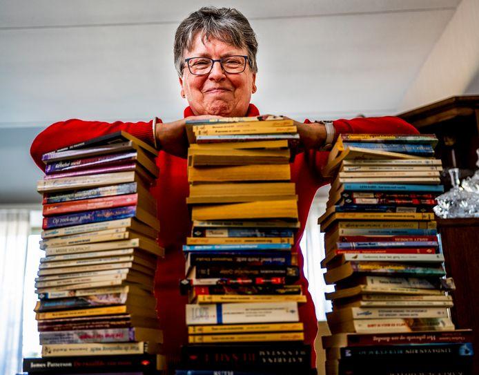 Ria van Niekerk uit Berkel en Rodenrijs gaf stapels Bouquet-boekjes weg via de AD-rubriek Lezers helpen lezers.