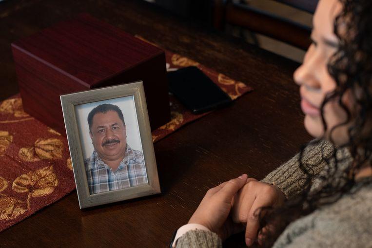 Een foto van Hector Ramirez, overleden in de woestijn aan de grens van de VS en Mexico in 2017. Beeld Eline van Nes