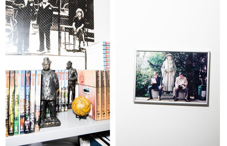 Bij Peter Römer thuis. Rechts: Victor Reinier en Piet Römer (Peters vader) lezen een script op de set bij een beeld van Erasmus. Beeld Hilde Harshagen