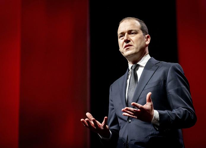 Lodewijk Asscher (PvdA) wil dat het kabinet de coronamaatregelen beter uitlegt.