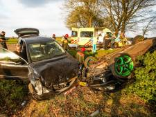 Auto slaat over de kop bij aanrijding in Bergeijk, inzittenden gewond