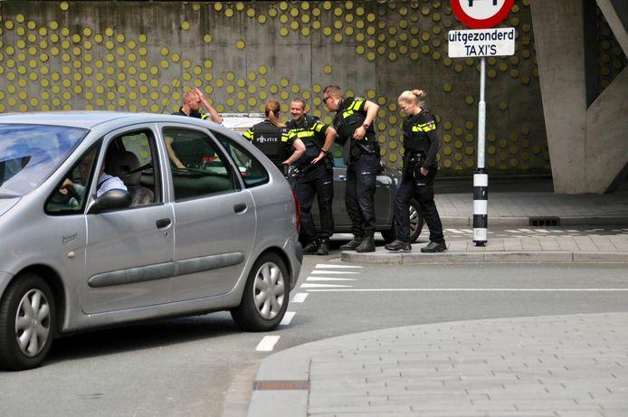 De verdachte werd aangehouden bij de taxistandplaats bij station Arnhem Centraal.