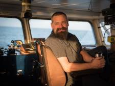 32 vluchtelingen zitten al 2 weken vast op schip van kapitein uit Meppel: niemand wil ze hebben