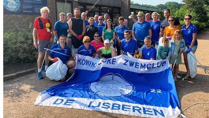 De Boomse Ijsberen en schepen Tom Dewandelaere (CD&V) namen deel aan World Cleanup Day.