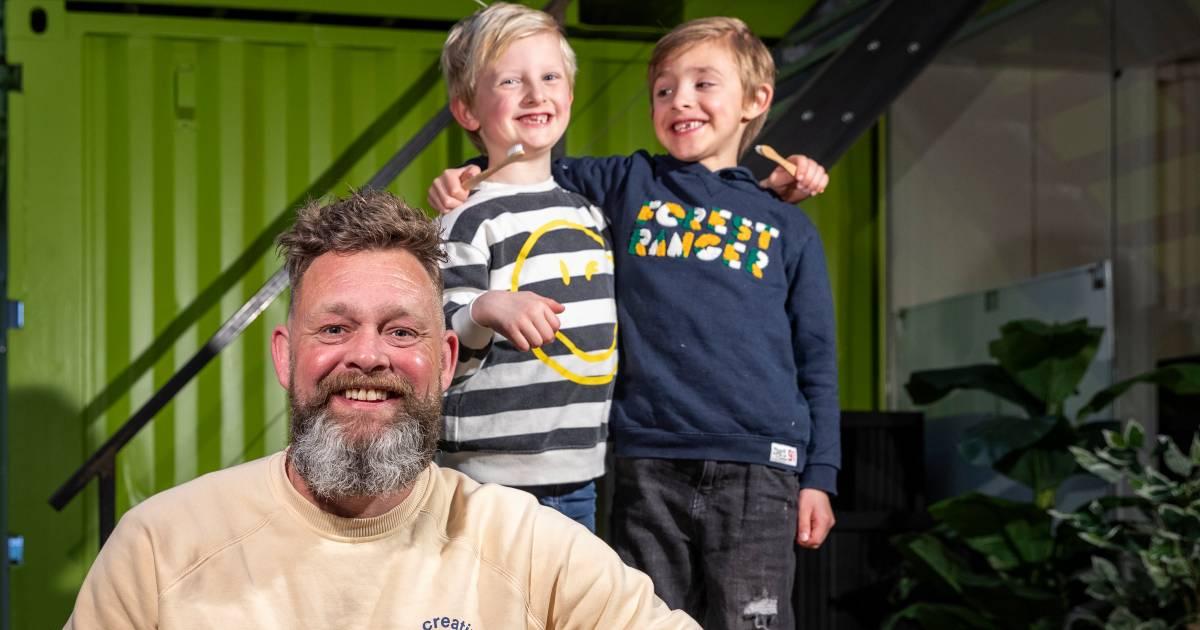 Poetsen beu? Peter bedacht dé oplossing voor kinderen (en gefrustreerde ouders): tandpasta-tabletten - AD.nl