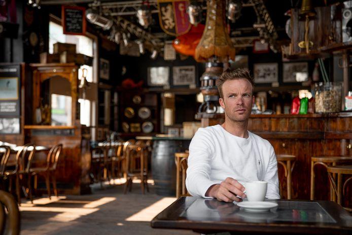 Iljo Keisse in café De Karper.