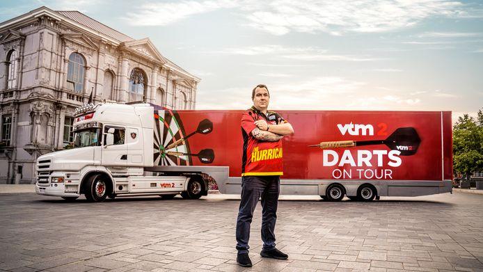 De VTM Dartstruck, hier met topdarter Kim Huybrechts, komt zaterdag naar Lier.