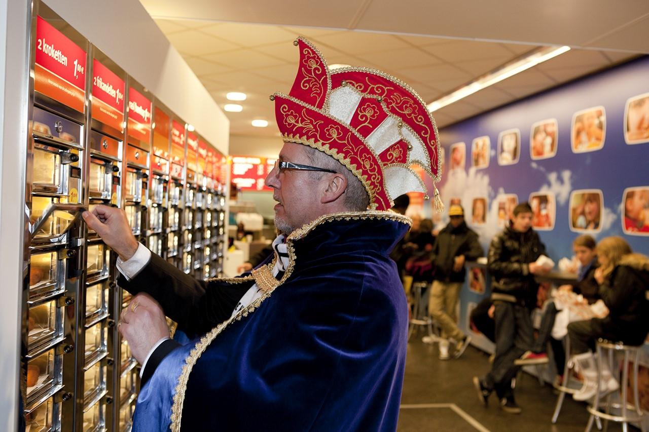 Een van de foto's die Martin Parr maakte van het carnaval in Helmond, 2012.