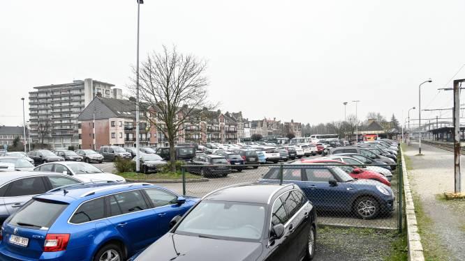 VB wil eerst hernieuwing stationsomgeving en dan pas betalende parking, maar krijgt motie niet goedgekeurd