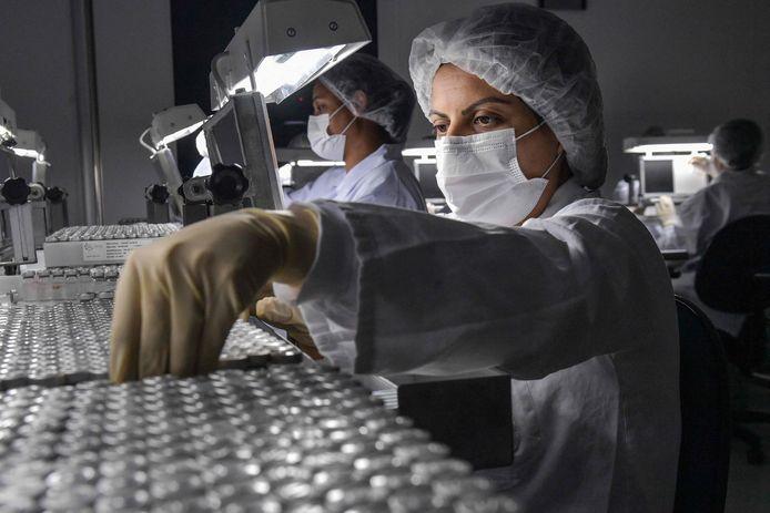 Het Europees Geneesmiddelenbureau (EMA) kijkt met een versnelde procedure naar het coronavaccin van Sinovac.