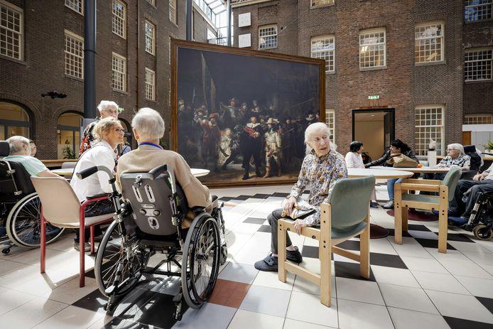 Verpleeghuis Dr. Sarphatihuis in Amsterdam was afgelopen zomer de eerste halte van de Nachtwachtreplica.