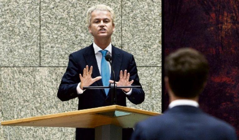 PVV-leider Geert Wilders en Mark Rutte van de VVD dinsdag tijdens het debat over de kabinetsformatie. (FOTO ANP ) Beeld