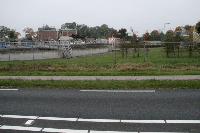 De ravage na een ontploffing in een silo bij de rioolwaterzuivering aan de Hondemotsweg in Raalte.