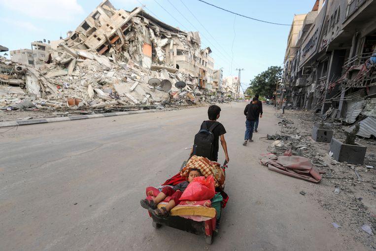 De schade van duizend treffers in Gaza loopt op.   Beeld REUTERS