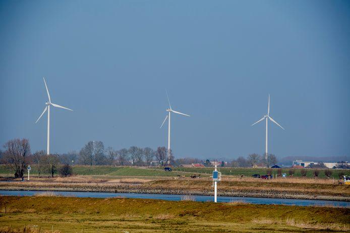Windmolens langs de rivier De Lek.