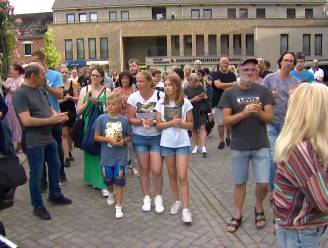 Tientallen mensen komen samen op wake voor Jürgen Conings