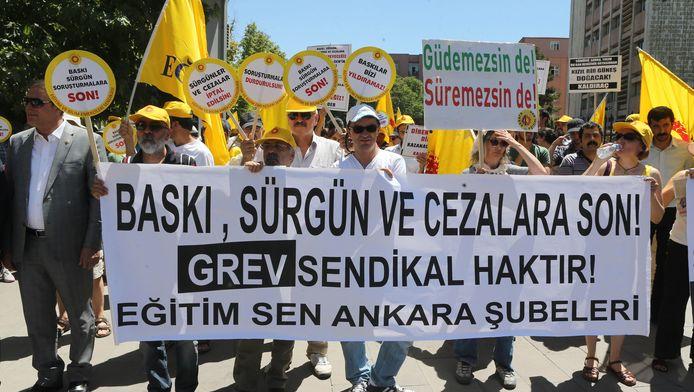 Vorige week, net voor de couppoging, gingen nog duizenden Turkse leraren de straat op om te demonstreren tegen de hervormingsplannen in het onderwijs.