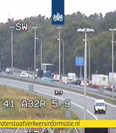Rijbaan weer vrij; file door ongeval op A28 bij Staphorst lost op